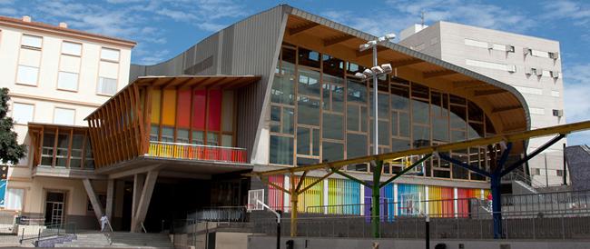Vista frente del pabellón del nuevo Centro Deportivo Social y de Servicios de La Salle San Ildefonso
