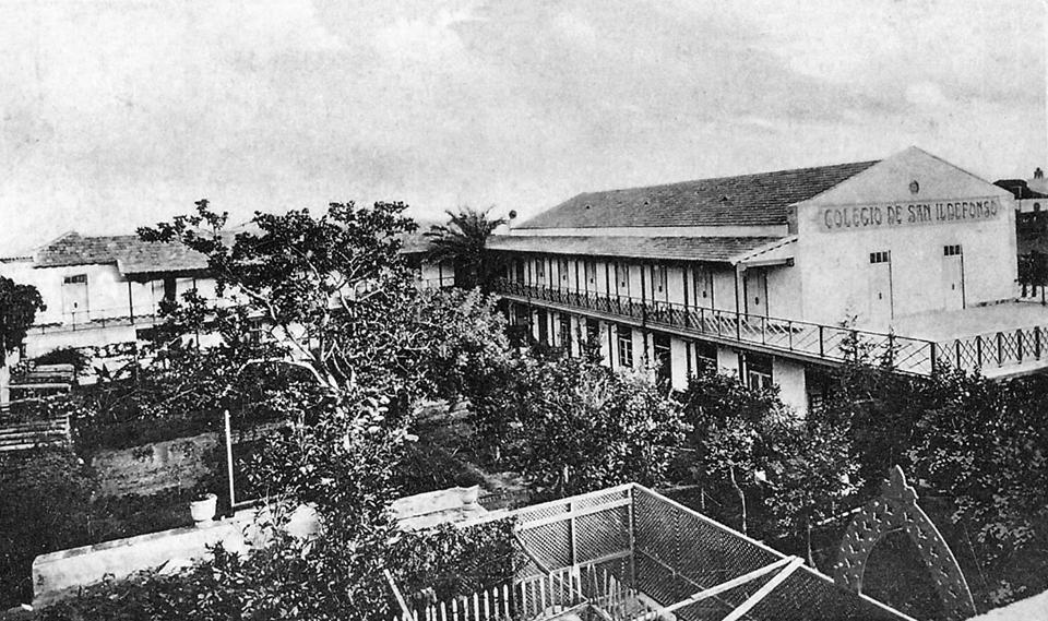 Vista general del Colegio en la Calle San Vicente Ferrer